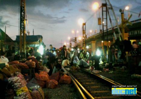 Kaum migran Surabaya berebut remah-remah berkah Kota