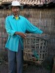 Sakri terpaksa berhenti menyapu pasar, karena hampir Buta